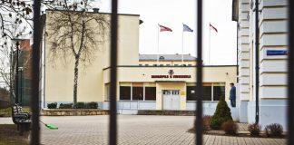 Даугавпилсская средняя школа № 9 на карантине. 13 марта 2020 года. Фото: Сергей Соколов