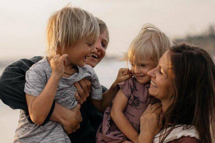 Дмитрий и Александра Боенко с детьми. Фото из личного архива