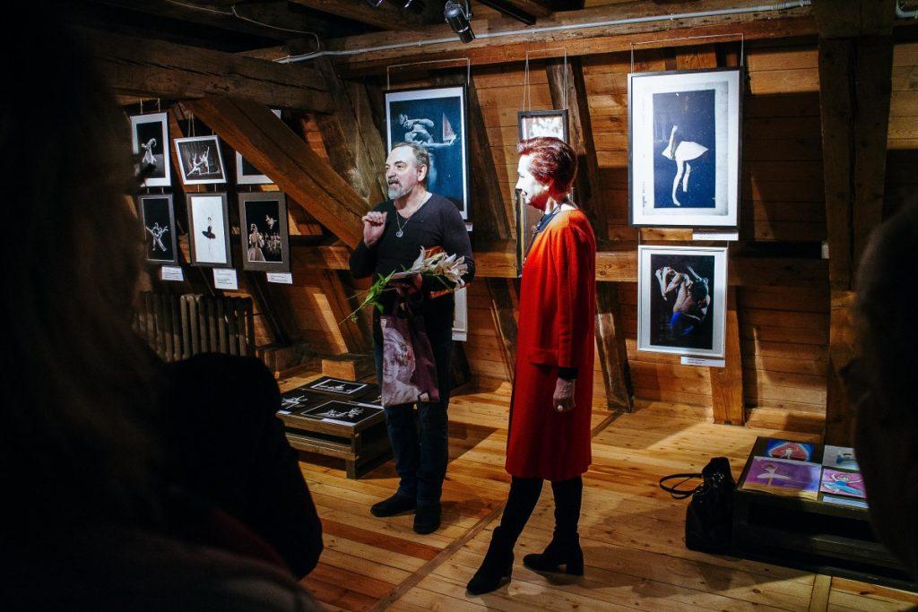 Андрей Маевский и Лита Бейрис на открытии выставки. 12 марта 2020 года, Рига. Фото: Андрей Шаврей