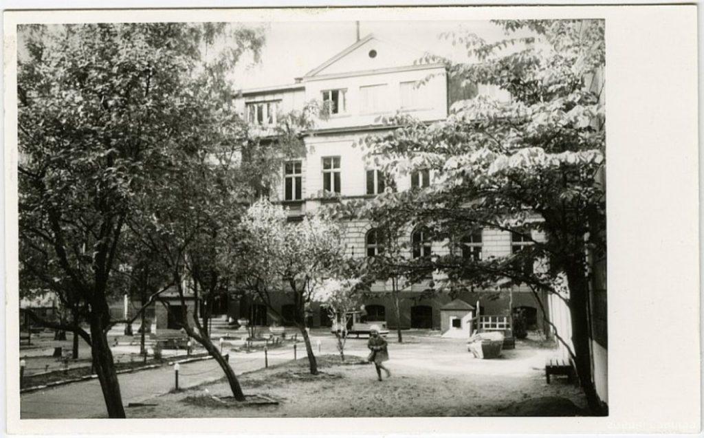 Рига, двор института Гердера. 19.. годы. Фото: www.zudusilatvija.lv