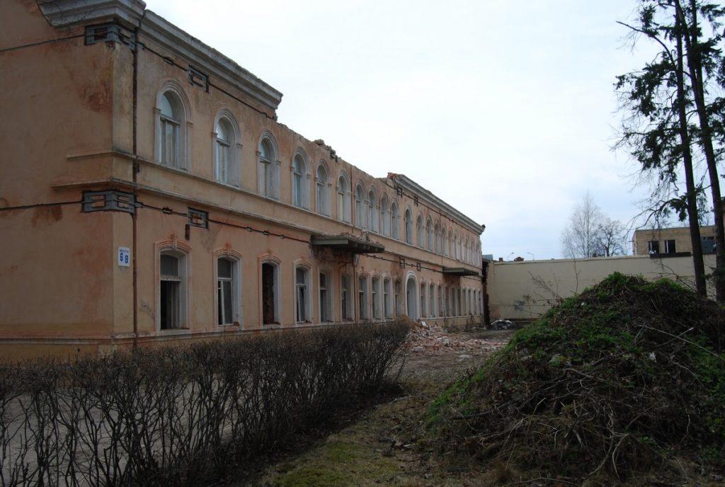 Историческое здание школы на ул. Саулес, 8 в Даугавпилсе. 2012 год. Фото: Елена Иванцова