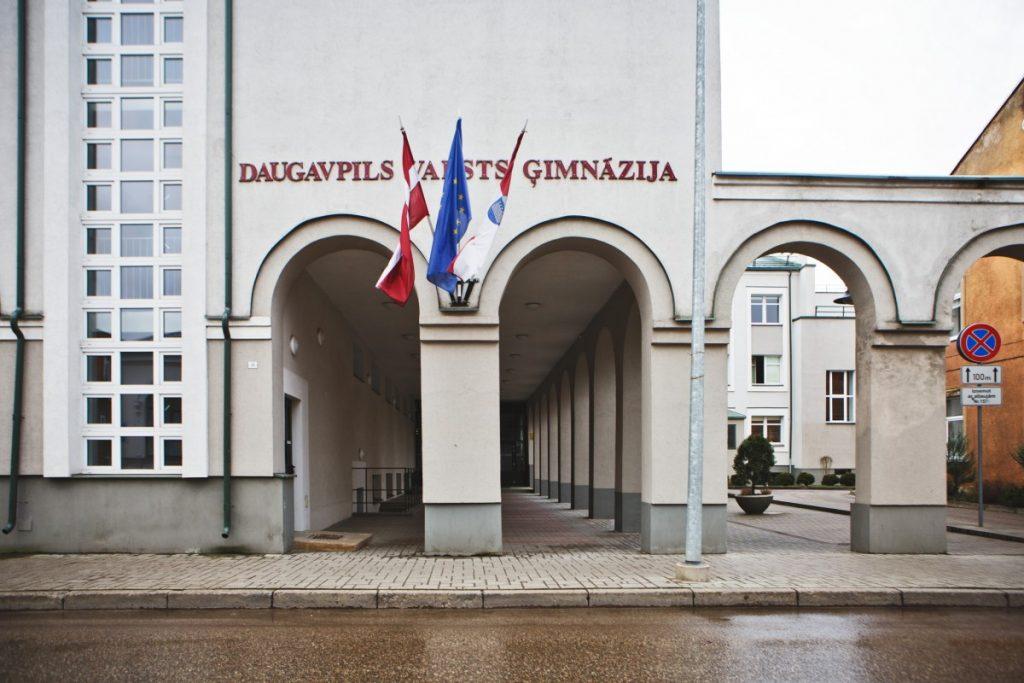 Государственная гимназия в Даугавпилсе. 13 марта 2020 года. Фото: Сергей Соколов