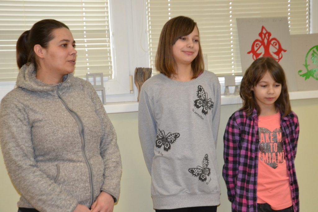 Жанна Астапкович с дочками Алексой и Ангелиной. Фото: R Media
