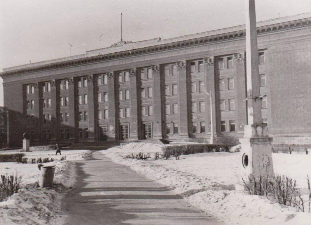 Старый корпус Даугавпилсского университета. 1980-ые годы. Фото: Ретро Даугавпилс - Латвия