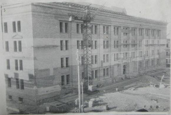 Строительство старого корпуса Даугавпилсского университета. 1950-ые годы. Фото из фондов музея ДУ