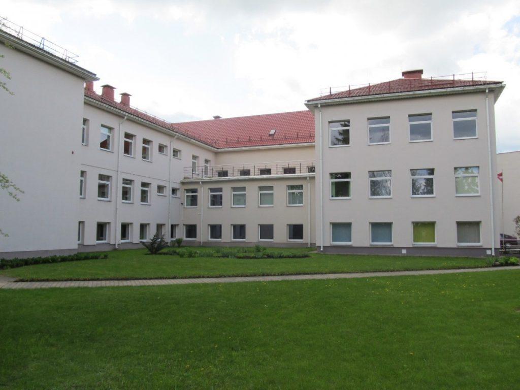 Свентская средняя школа. Фото из школьного архива
