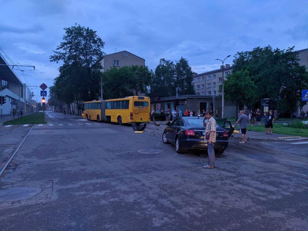 Авария на перекрёстке улиц Циетокшня и Кандавас в Даугавпилсе. 29 июня 2020 года. Фото: Евгений Ратков