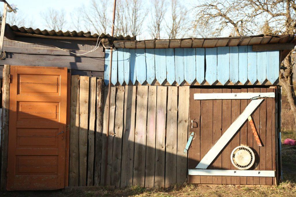 Хозпостройка семьи Александра Бейнаровича из Амбели. Фото: R Media