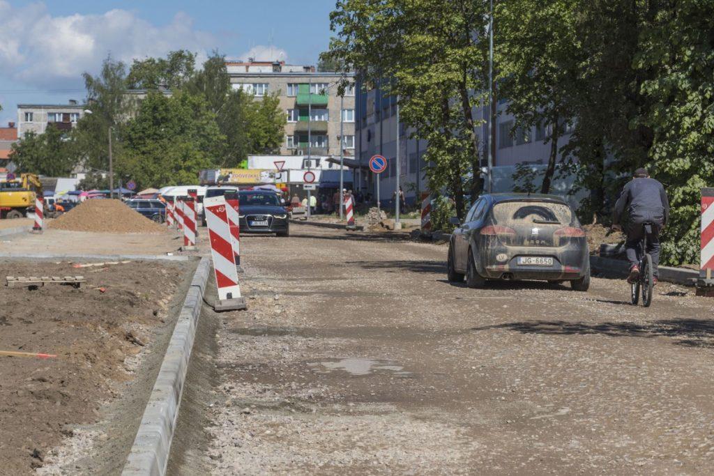 Ремонт на улице Валкас в Даугавпилсе. 5 июня 2020 года. Фото: Евгений Ратков