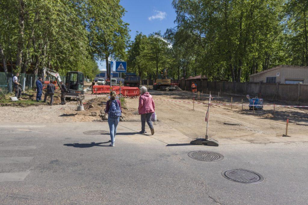 Ремонт на улице Лиела Дарза в Даугавпилсе. 5 июня 2020 года. Фото: Евгений Ратков