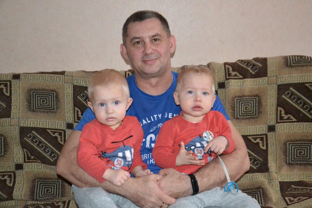 Михаил Тумашевич с детьми. Фото: R Media