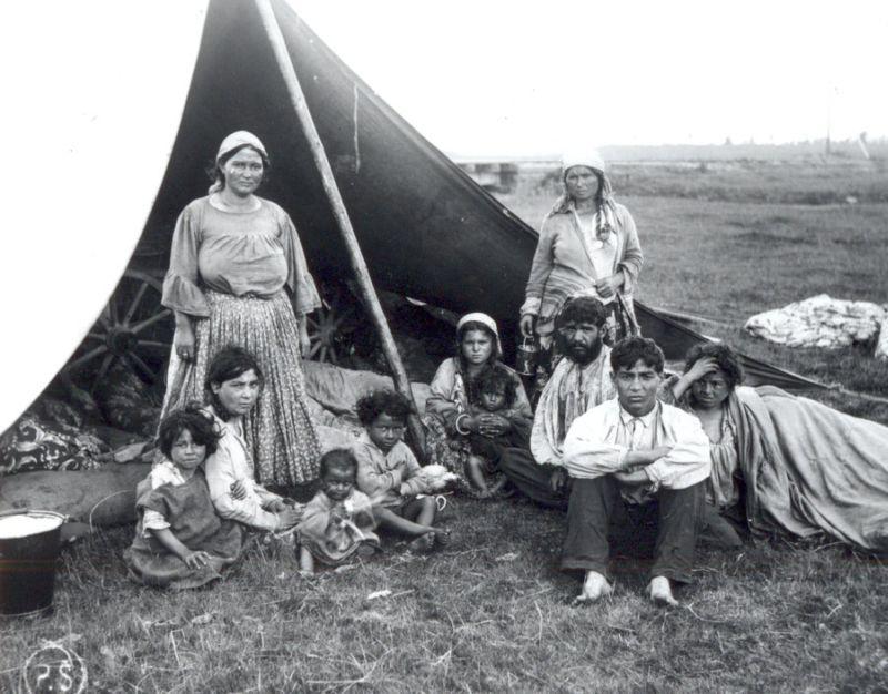 Ромы в Латвии 20-30 годы 20-го века. Фото: zudusi Latvija