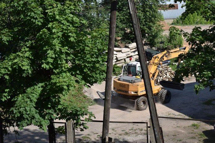 Строительные работы по улице Грауду, 2 в Даугавпилсе. Фото читательницы