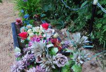 Могила на Старом гарнизонном кладбище, с которой украли памятник. Фото: Андрей Романчик