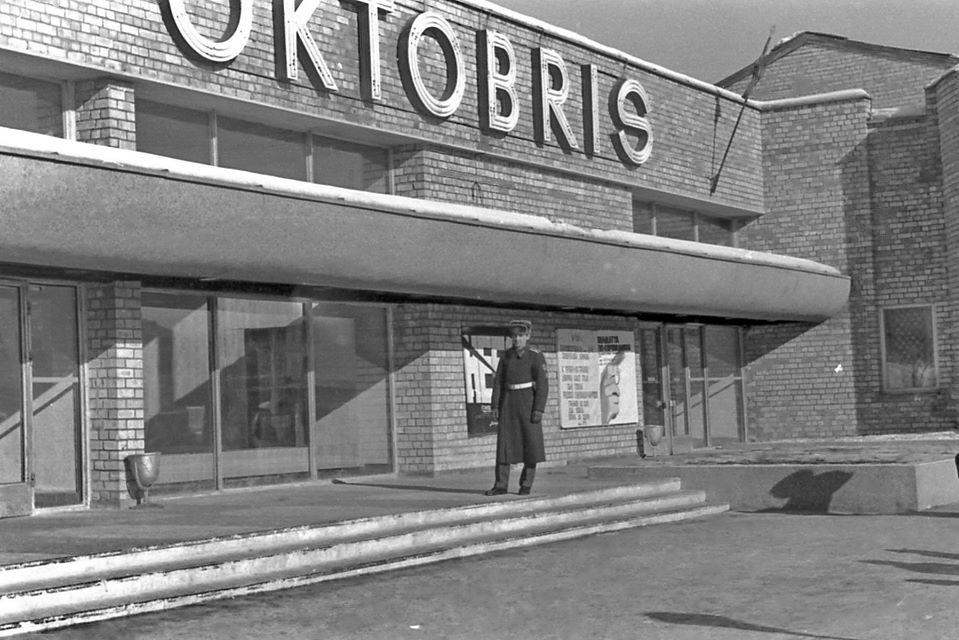 "Кинотеатр ""Октобрис"" в Даугавпилсе. Февраль 1979 года. Фото: Ретро Даугавпилс-Латвия"