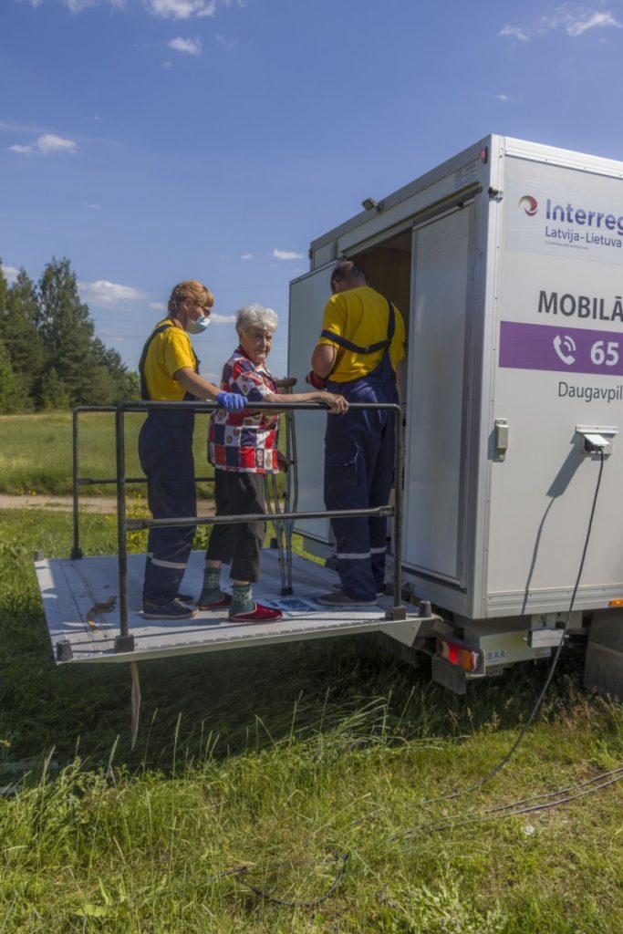 Люция Данчёнок и бригада мобильной помощи Даугавпилсского края. 25 июня 2020 года. Фото: Евгений Ратков