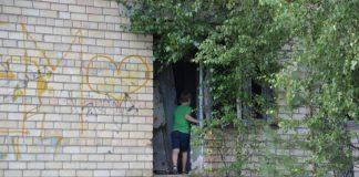Заброшенное здание по ул. 18 Ноября, 391 в Даугавпилсе. 8 августа 2020 года. Фото: Елена Иванцова