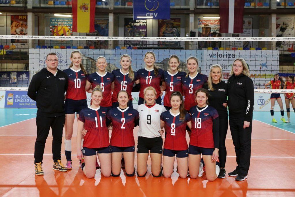 Сборная Латвии по волейболу. Фото из личного архива Элвиты Долотовой