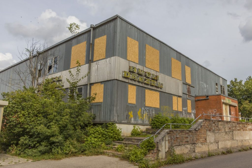 Заброшенное здание на ул. Инжениеру, 3 в Даугавпилсе. 25 августа 2020 года. Фото: Евгений Ратков