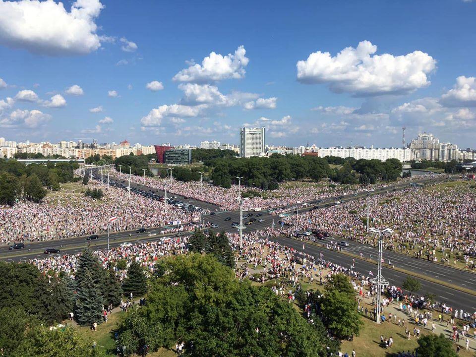 Минск, 16 августа 2020 года. Фото со страницы Наты Радиной на фейсбуке
