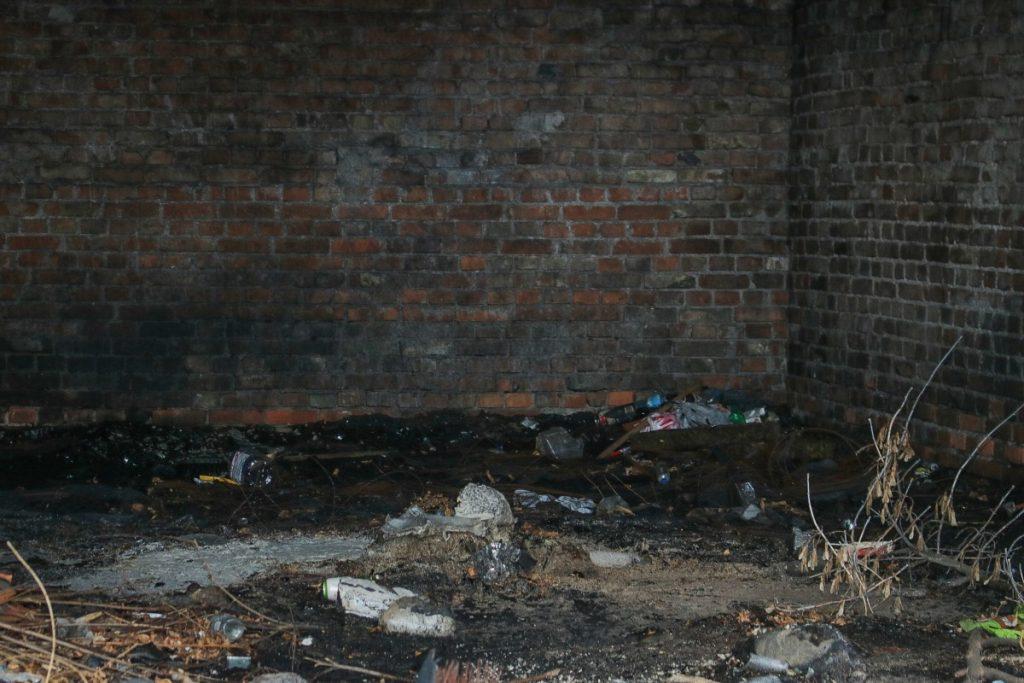 Заброшенное здание на ул.Стацияс, 95 в Даугавпилсе после пожара. 31 июля 2020 года. Фото: Настя Гавриленко