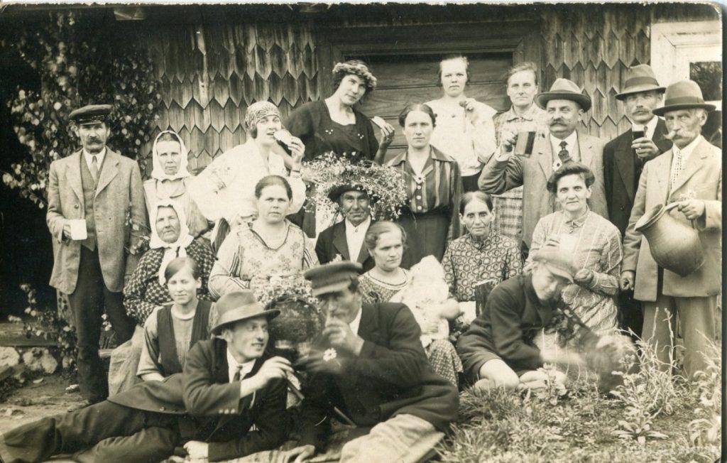 Празднование Лиго в деревне.1925 год. Фото: zudusilatvija.lv