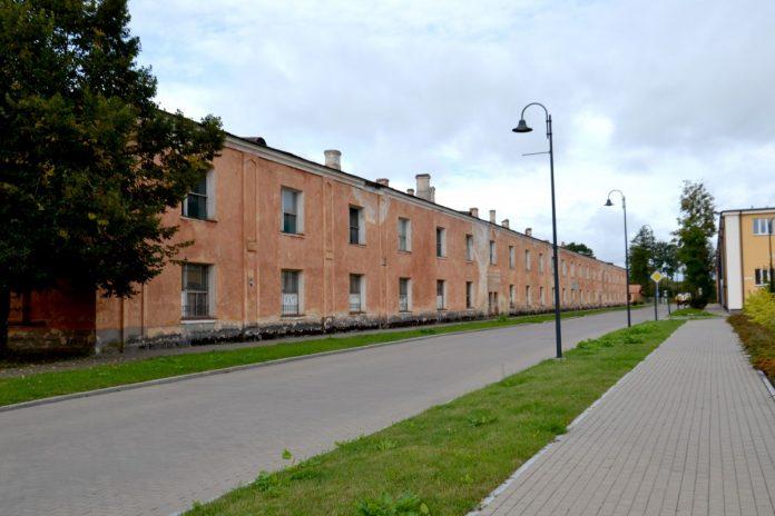 Здание по ул. Михаила в Даугавпилсской крепости. 8 сентября 2020 года. Фото: Елена Иванцова