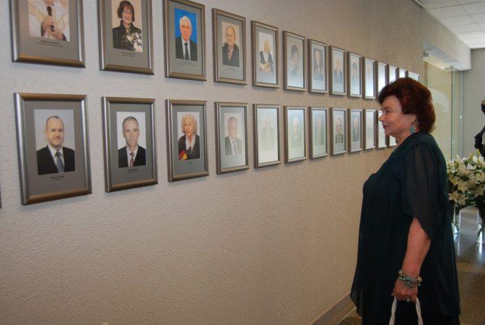 Галерея почётных даугавпилчан в Даугавпилсской городской думе. Фото: Елена Иванцова