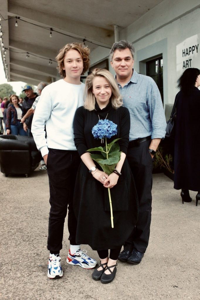 Полина Побережская с сыном и мужем. Фото: Марис Морканс