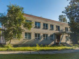 Здание бывшего спортзала по ул.18 Ноября, 416 в посёлке строителей Науенской волости. 22 сентября 2020 года. Фото: Евгений Ратков