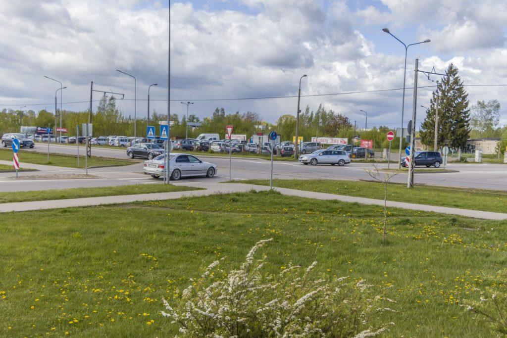 Перекрёсток улиц Виенибас, Балву и Циетокшня. 20 мая 2020 года. Фото: Евгений Ратков