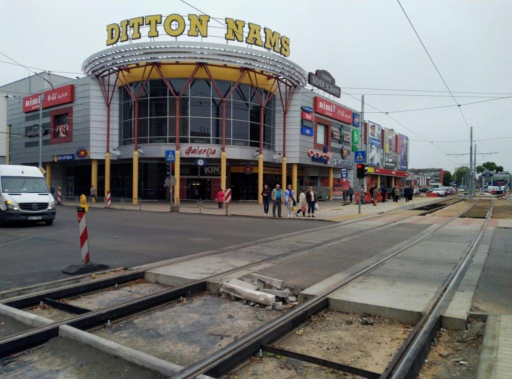 Работы по реконструкции трамвайных путей должны закончиться до 30 октября. Фото: Елена Иванцова