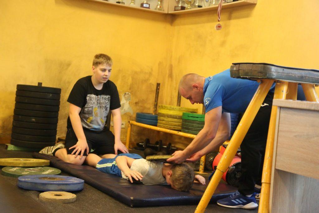 Тренировка в зале тяжёлой атлетики спортшколы Даугавпилса. Фото: Сергей Кузнецов