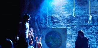 """Сцена из спектакля """"Трудно быть богом"""". Фото со страницы Эдвина Климанова"""