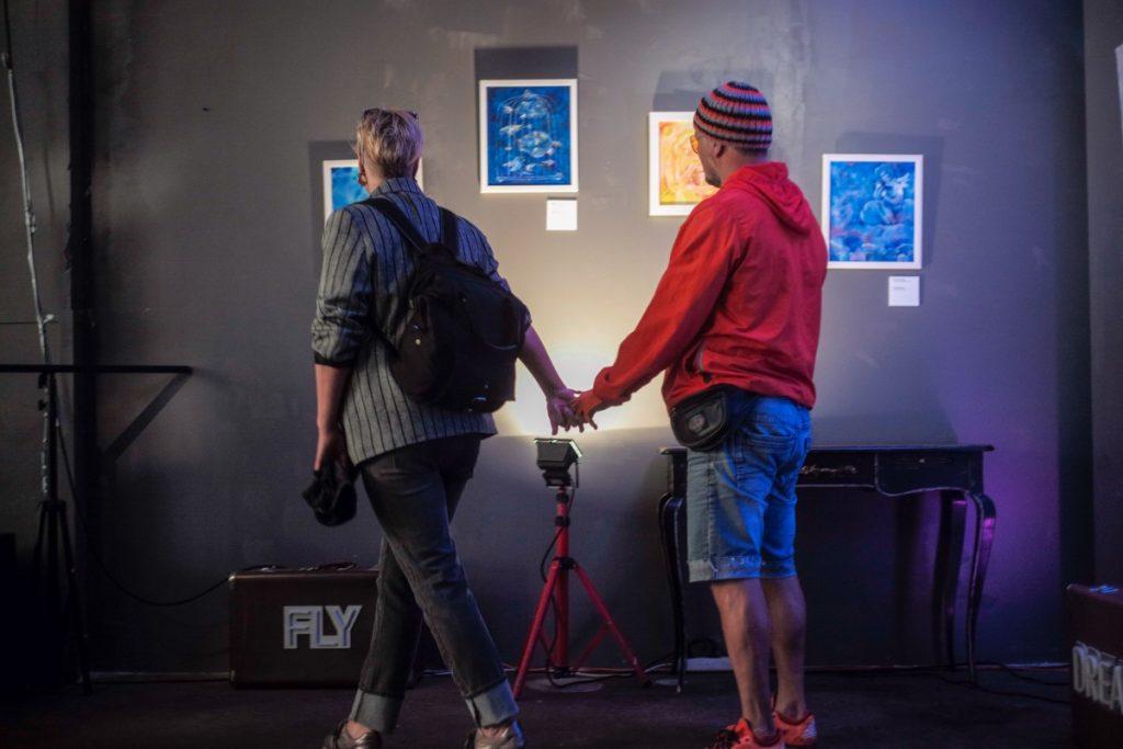 На выставке Полины Побережской. Фото: Марис Морканс