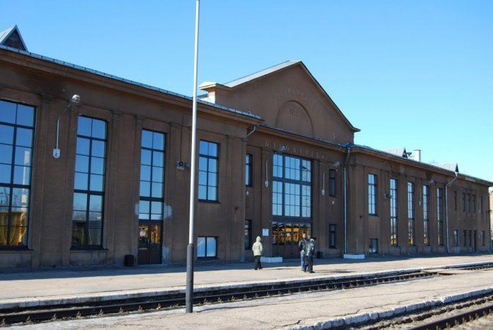 Железнодорожный вокзал в Даугавпилсе. Фото: Елена Иванцова