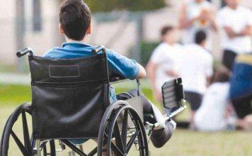 ребёнок в инвалидной коляске