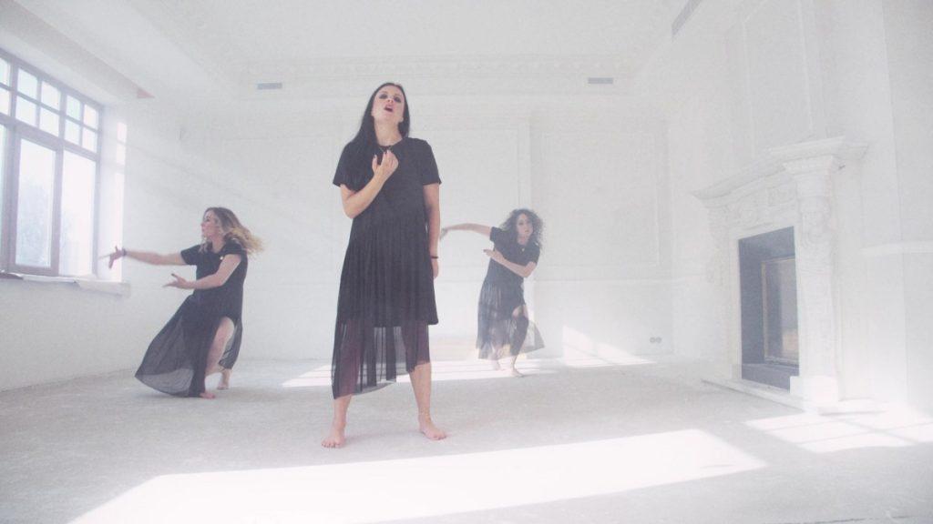 """Кадр из клипа на кавер песни """"Позови меня с собой"""". Предоставлен творческой группой"""