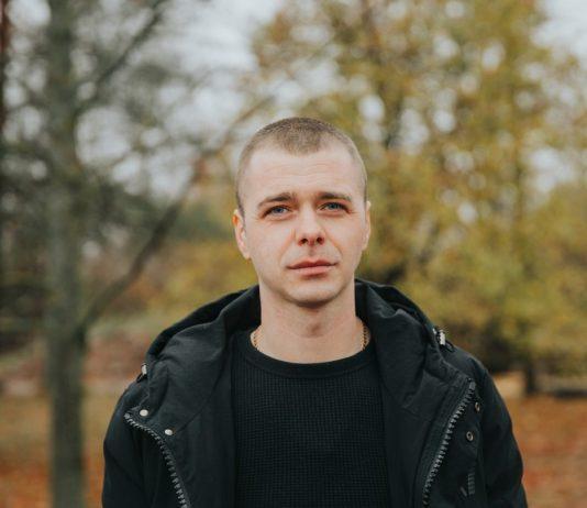 Лаймонис Рутковскис, реставратор старых захоронений. Фото: Ирина Маскаленко