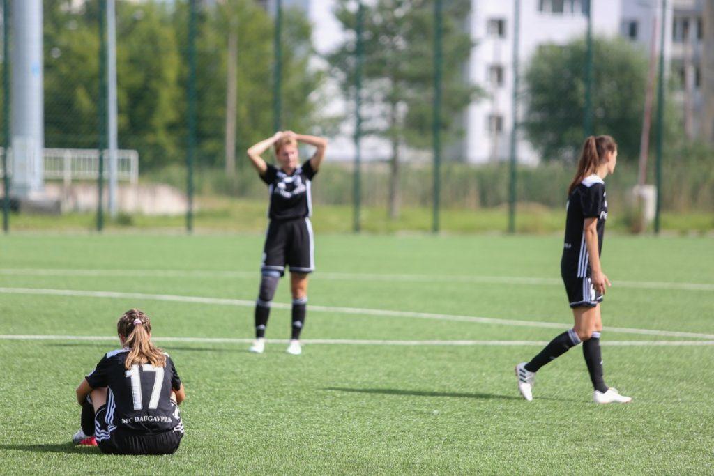 Женский футбол в Даугавпилсе. Фото: Сергей Кузнецов