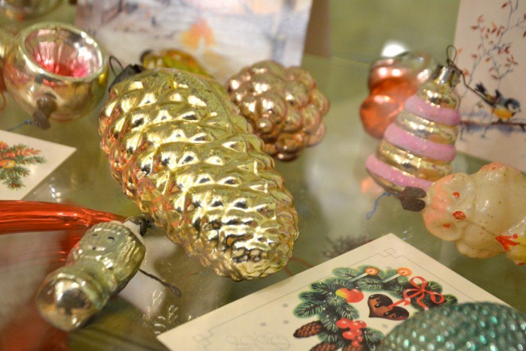 Выставка старинных ёлочных игрушек в Науенской библиотеке. Фото: Елена Иванцова