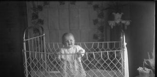 Фотография неизвестного младенца, Стренчи. 1920-е годы. Фото: zudusilatvija.lv