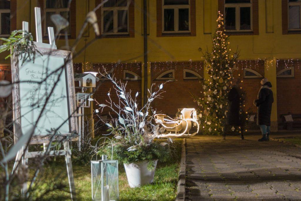 Музейный дворик в даугавпилсе. Декабрь 2020 года. Фото: Евгений Ратков