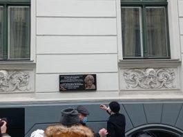 9 января в Риге на доме по улице Виландес, 3, открыли мемориальную доску Елене Булгаковой. Фото: Андрей Шаврей