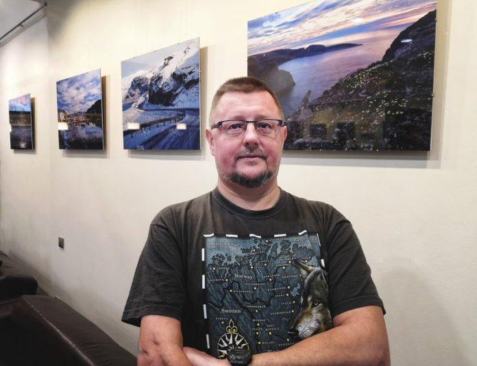 Линард Онзулс на своей фотовыставке