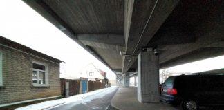 Камеры видеонаблюдения установлены по обе стороны опоры моста. Фото: Елена Иванцова