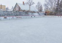 Каток по ул. Райня, 31 в Даугавпилсе. 18 января 2021 года. Фото: Евгений Ратков