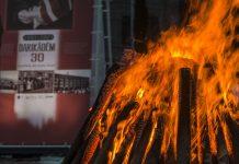 Символический костёр баррикад в Даугавпилсе. 20 января 2021 года. Фото: Евгений Ратков