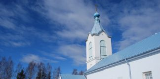 Храм в Гравёрах. Фото: Елена Иванцова