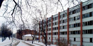 Здание по ул. 18 Ноября, 43 планируют снести в 2021 году. Фото: Елена Иванцова (8 февраля 2021 года)